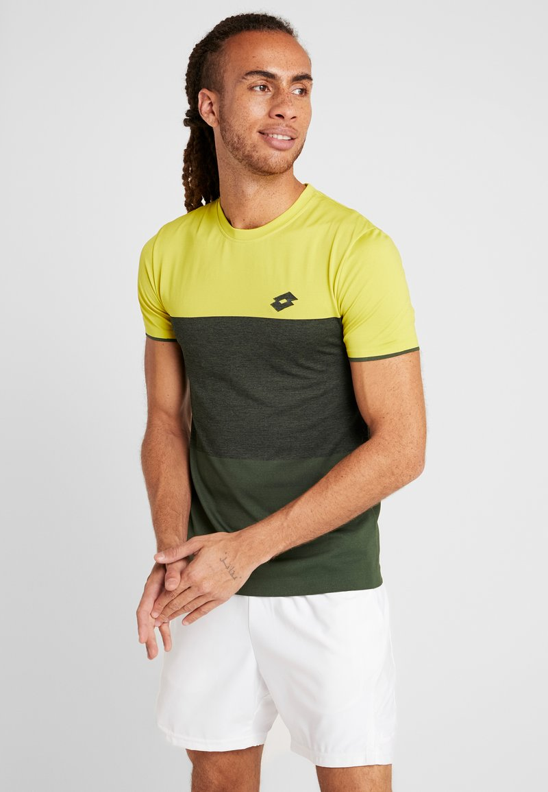 Lotto - TENNIS TECH TEE - T-shirt imprimé - apple green/green resin