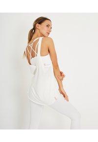 Yogasearcher - LOLASANA - Top - white - 3