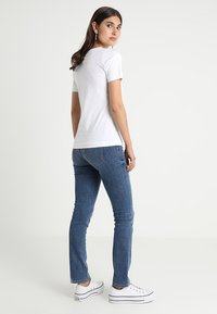 Zalando Essentials - Basic T-shirt - bright white - 2