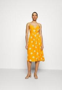 Mavi - BUTTON DRESS - Kjole - yellow spaced - 0