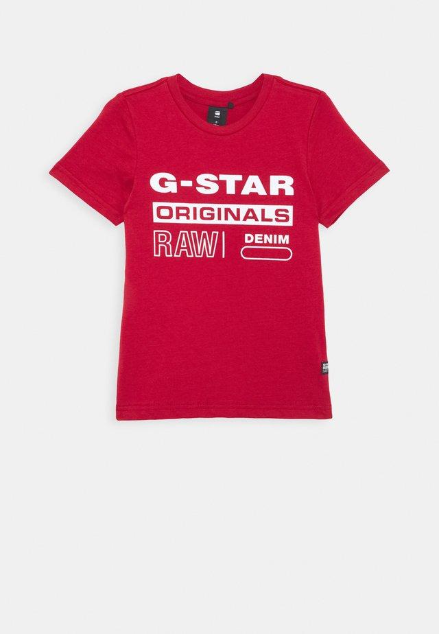 SS TEE - T-shirt med print - dark baron