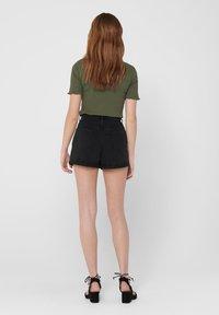 ONLY - JEANSSHORTS REGULAR FIT - Denim shorts - black - 2