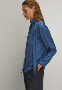 Massimo Dutti - WITH TIE DETAIL - Blouse - blue - 3