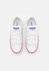 Converse - CHUCK TAYLOR ALL STAR UNISEX - Tenisky - white/vintage white/multicolor - 3