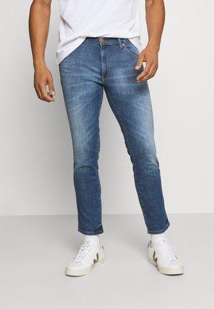 LARSTON - Slim fit -farkut - de lite blue