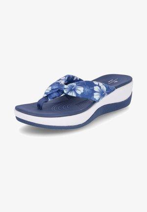 ARLA GLISON - T-bar sandals - blau   weiß