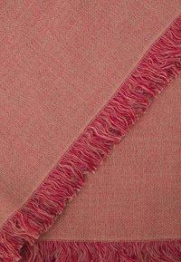 CLOSED - Scarf - amaranth red - 3