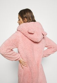 Loungeable - PINK TEDDY SHERPA ONESIE - Jumpsuit - pink - 5