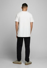 Jack & Jones PREMIUM - T-shirt med print - cloud dancer - 1