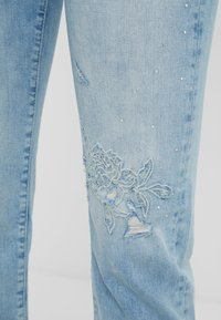 Desigual - PONDIO - Straight leg jeans - blue - 4