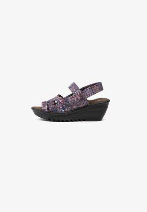 Wedge sandals - pink camo