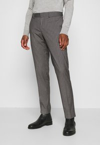 Isaac Dewhirst - BOLD STRIPE SUIT - Traje - grey - 4