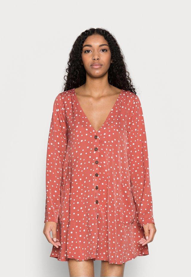 BUTTON THRU SMOCK DRESS DALMATIAN - Shirt dress - blush
