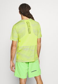 Calvin Klein Performance - SHORT SLEEVE - Triko s potiskem - green - 2