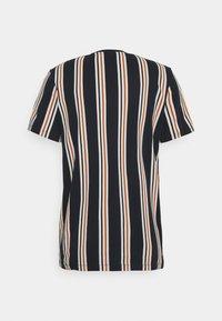 Jack & Jones - JORHURRY TEE CREW NECK - T-shirt con stampa - navy blazer - 1