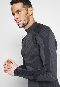 Endurance - KELULA SEAMLESS MIDLAYER - Long sleeved top - black - 4