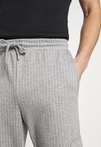 Brooklyn Supply Co. - PINSTRIPE CARGO - Tracksuit bottoms - grey - 4