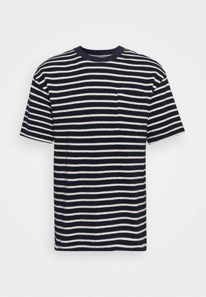 HOLGER - Print T-shirt - sky captain
