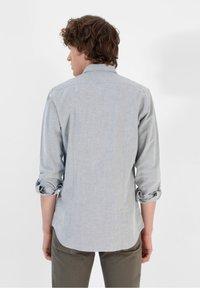 Scalpers - SLIM FIT OXFORD - Shirt - khaki - 1