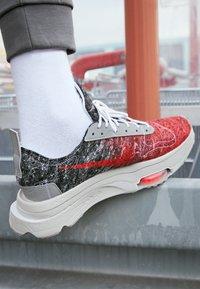 Nike Sportswear - AIR ZOOM TYPE M2Z2 UNISEX - Trainers - bright crimson/white - 2
