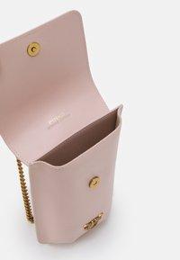 Pinko - IXIA PHONE HOLDER SIMPLY - Across body bag - cipria - 3