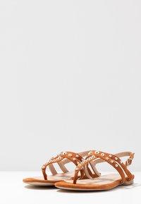 BEBO - MORA - Sandály s odděleným palcem - tan - 4