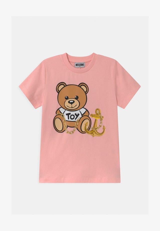 T-shirts med print - sugar rose