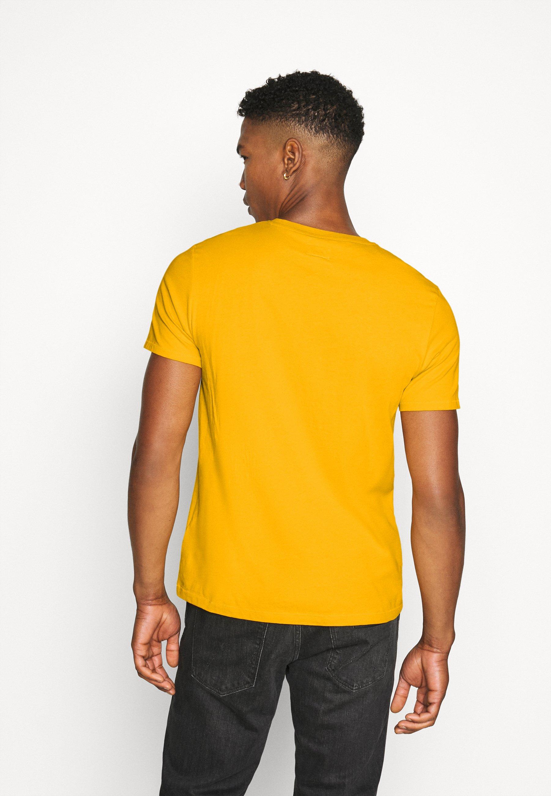 Wrangler SIGN OFF  - Basic T-shirt - golden rod 43sOm