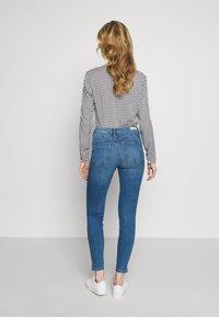 TOM TAILOR DENIM - NELA - Jeans Skinny Fit - mid stone bright blue denim - 2