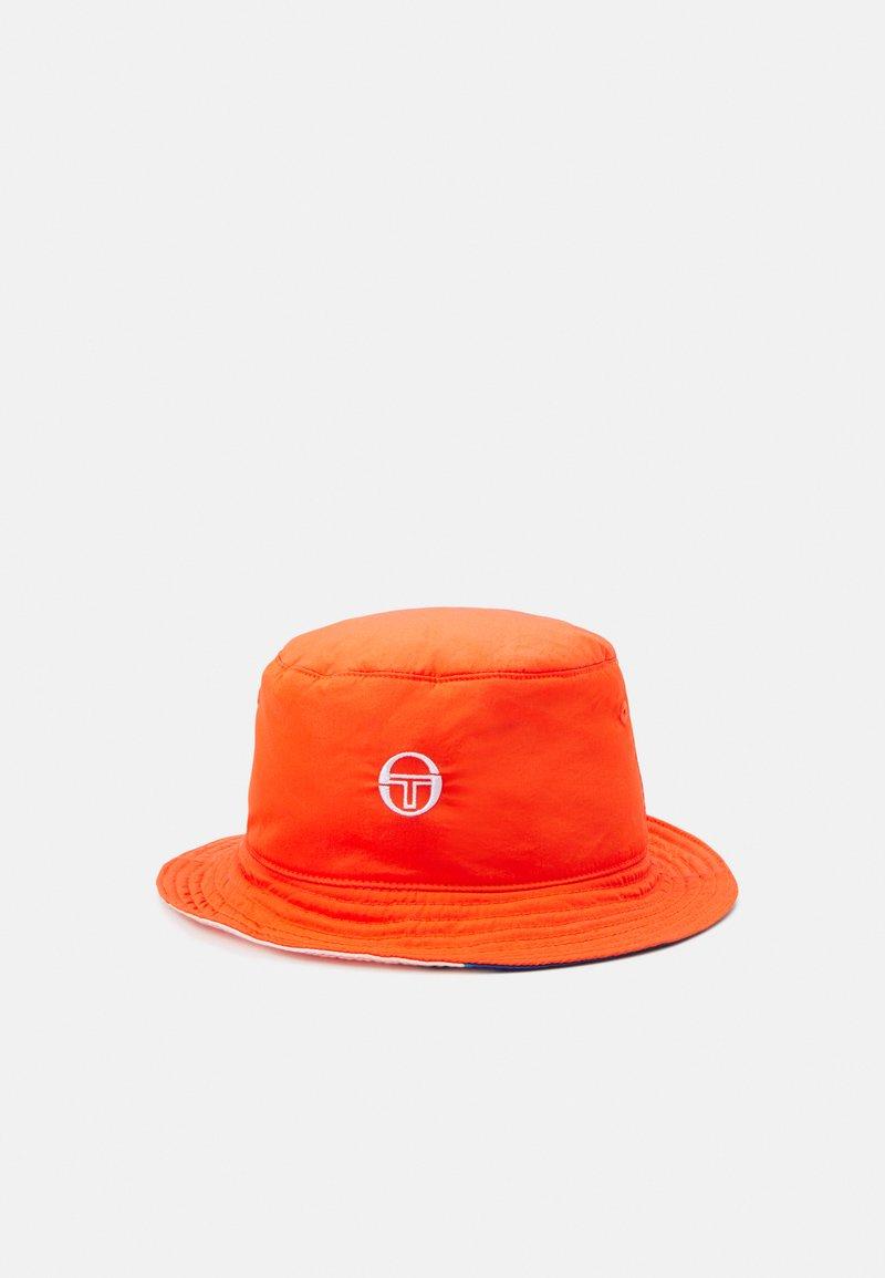 Sergio Tacchini - CIUDAD BUCKET HAT UNISEX - Hat - cherry tomato/multi