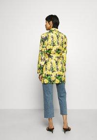 Gestuz - FLEUR - Krátký kabát - yellow - 2