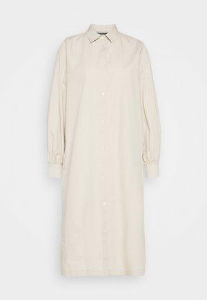 FREYIE PURE DRESS - Košilové šaty - sand