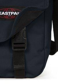 Eastpak - CORE COLORS/AUTHENTIC - Across body bag - cloud navy - 4