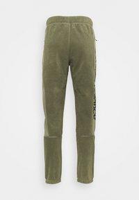 New Balance - SPORT STYLE POLAR PANT - Tracksuit bottoms - olive - 1