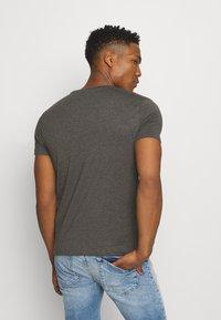 Burton Menswear London - 7 PACK - T-shirt - bas - black - 2