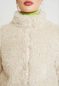 Vero Moda - VMVIRIGINIATEDDY HIGH NECK - Winter jacket - oatmeal - 5
