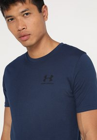 Under Armour - SPORTSTYLE LEFT CHEST - T-shirt basic - academy/black - 4