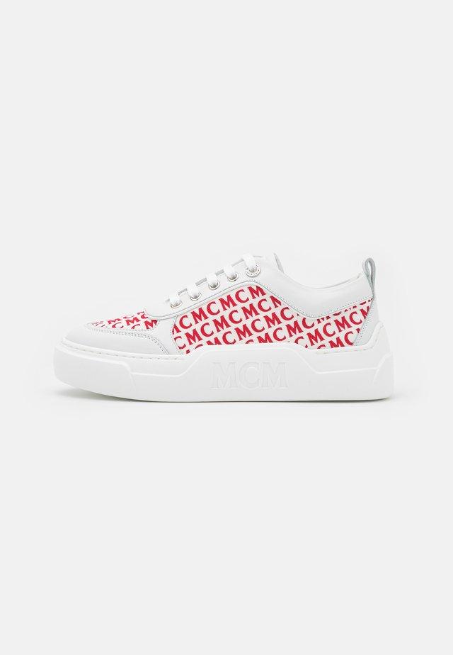 SKYWARD PLATFORM - Sneakers laag - white