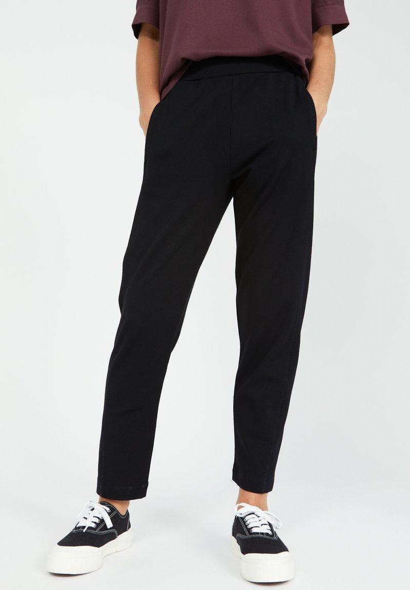 ARMEDANGELS - MAGDAA MAGDAA - Trousers - black