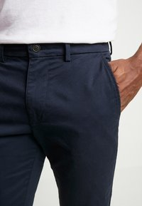 GAP - ESSENTIAL SLIM FIT - Chinot - new classic navy - 4