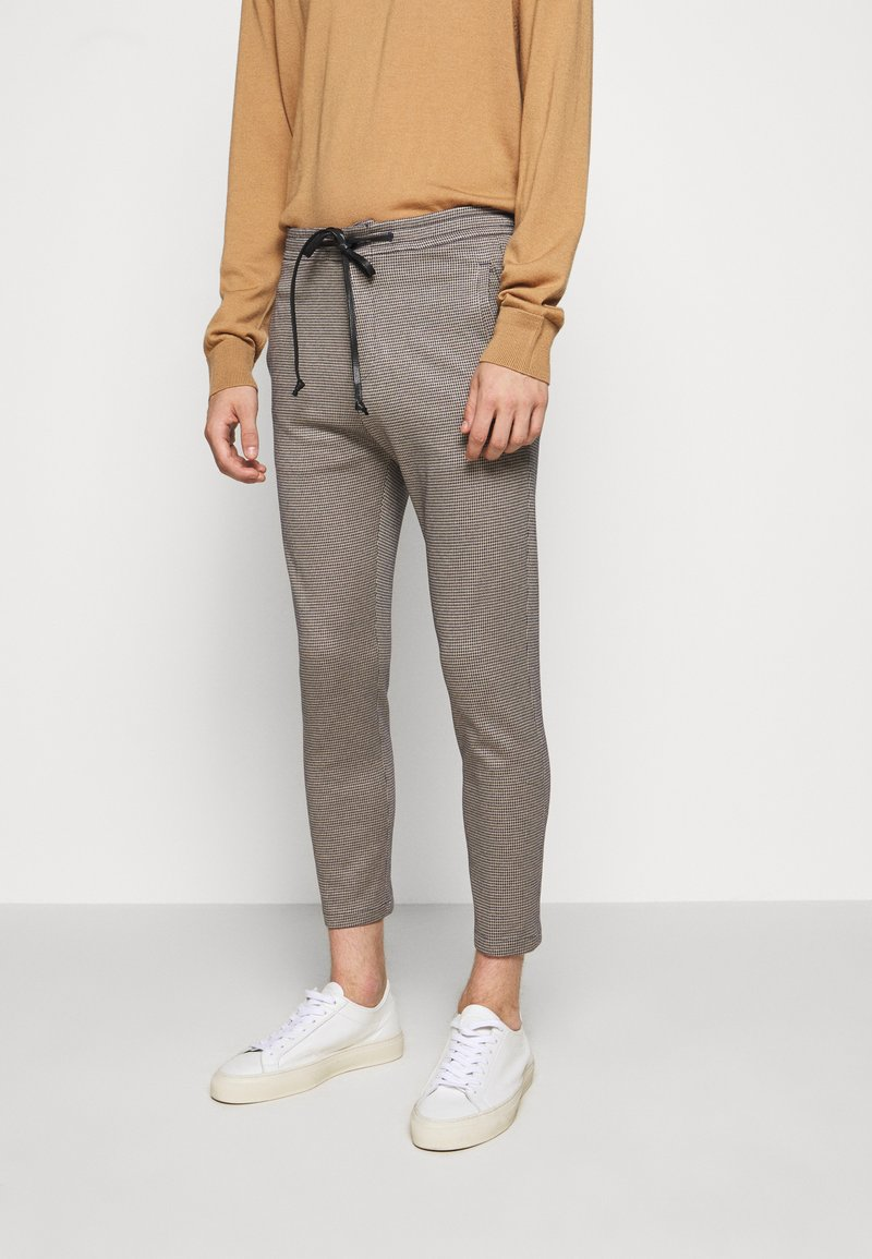 DRYKORN - JEGER - Trousers - brown