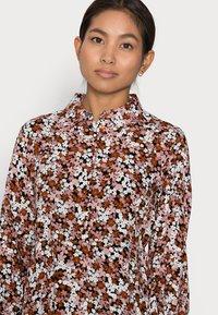 Pieces Petite - PCFRIDINEN DRESS - Shirt dress - mocha bisque - 3