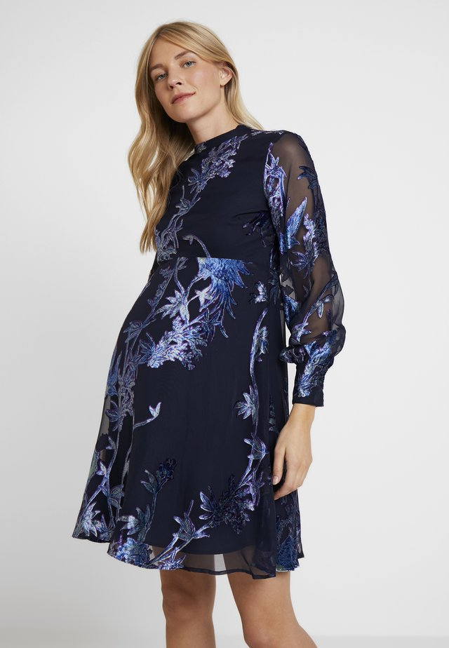 BLOUSON SLEEVE SKATER DRESS WITH BOW BACK - Robe de soirée - navy blue