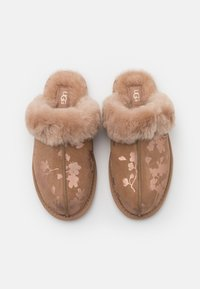 UGG - SCUFFETTE FLORAL - Chaussons - amphora - 5