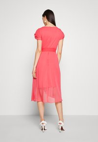 DKNY - TRIPLE LAYER SLEEVE V-NECK WRAP MIDI - Hverdagskjoler - melon - 3
