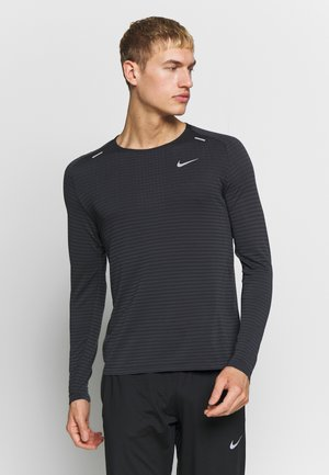 M NK TECHKNIT ULTRA LS - Langærmede T-shirts - black/dark smoke grey/reflective silver