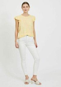 Vila - Basic T-shirt - sunlight - 1