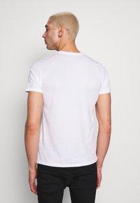 AllSaints - TONIC CREW 3 PACK - Basic T-shirt - optic/black/grey - 4