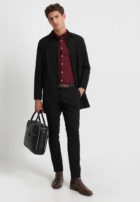 Selected Homme - SLHSLIM JAMERSON PANTS - Chinos - black - 1