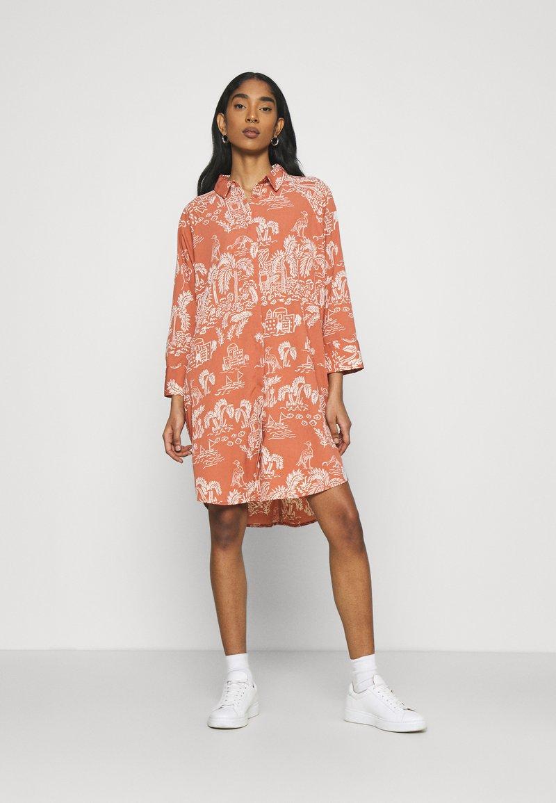 Monki - MOA RAGLAN SHIRTDRESS - Shirt dress - coralle